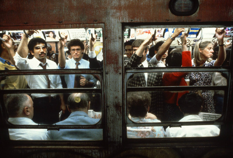 christopher-morris-photographs-the-gritty-NYC-subway-in-1981-designboom-07