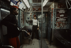 christopher-morris-photographs-the-gritty-NYC-subway-in-1981-designboom-08