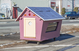 gregory-kloehn-turns-trash-into-vibrant-houses-for-the-homeless-designboom-03