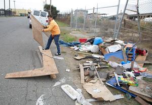 gregory-kloehn-turns-trash-into-vibrant-houses-for-the-homeless-designboom-09