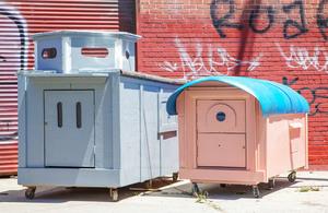 gregory-kloehn-turns-trash-into-vibrant-houses-for-the-homeless-designboom-10