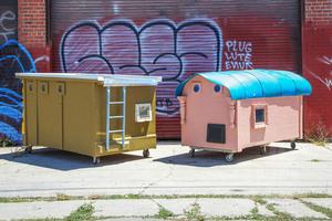 gregory-kloehn-turns-trash-into-vibrant-houses-for-the-homeless-designboom-16