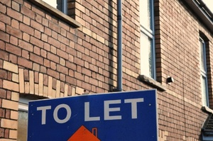 to-let-sign-on-outside-of-terraced-hous_450