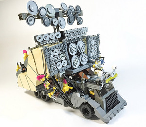 The-Vehicles-of-Mad-Max-Fury-Road-In-Shiny-LEGO-7
