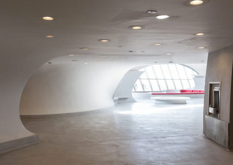 max-touhey-photographs-JFK-TWA-terminal-prior-to-renovation-designboom-04