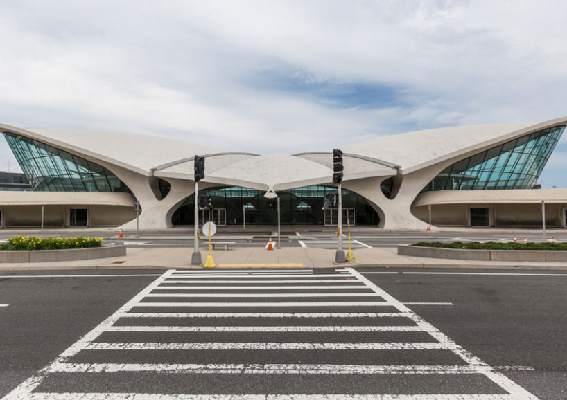 max-touhey-photographs-JFK-TWA-terminal-prior-to-renovation-designboom-09