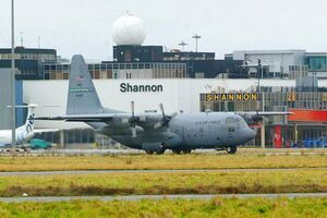 US-Air-Force-Plane-refueling-at-Shannon-Airport