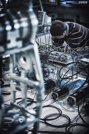 robot-hankook-mirae-technology-vitaly-bulgarov-designboom-007
