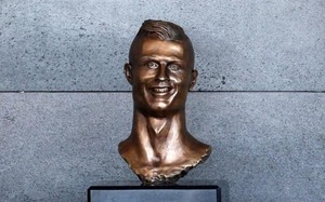 124632319_REUTERS_A-bust-of-Cristiano-Ronaldo-is-seen-before-the-ceremony-to-rename-Funchal-Airp-large_trans_NvBQzQNjv4BqqVzuuqpFlyLIwiB6NTmJwfSVWeZ_vEN7c6bHu2jJnT8