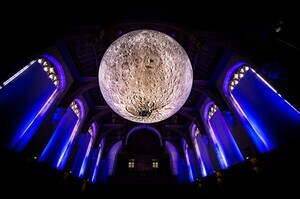 luke-jerram-museum-of-the-moon-designboom-05