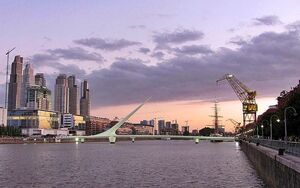 800px-Puente-de-la-mujer-whatisee-wiki