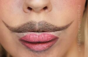 Bizarre-and-Creative-Lipsticking-01-634x410
