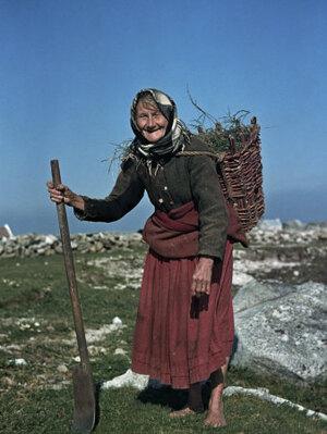 walker-howell-potato-farmer-carries-her-crop-in-a-basket-on-her-back