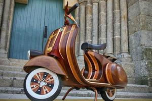 Wooden-Vespa-Scooter-by-Carlos-Alberto-1