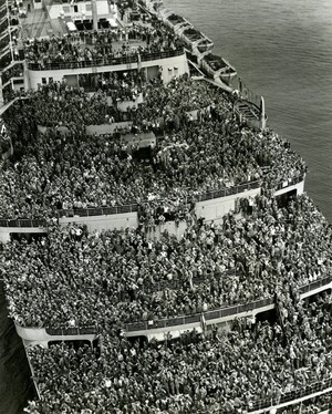 Crowded-Ship-Bringing-WWII-Troops-Home-685x854