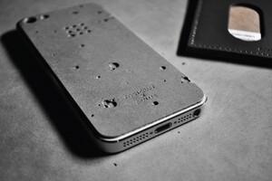 luna-concrete-iphone-case-designboom03