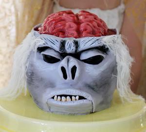 DIY-Indiana-Jones-Monkey-Brain-Cake-1