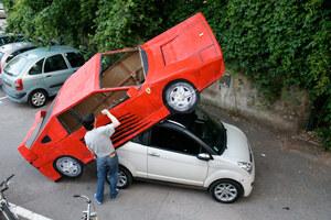 benedetto-bufalino-transforms-an-old-car-into-a-cardboard-ferrari-designboom-21