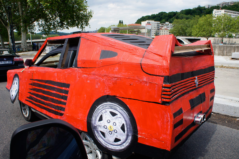 benedetto-bufalino-transforms-an-old-car-into-a-cardboard-ferrari-designboom-24