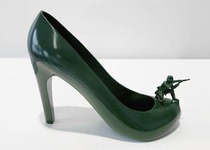 12-shoes-for-12-lovers-by-sebastian-errazuriz-designboom-green