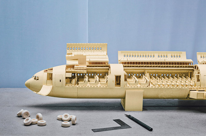 Model-Of-Boeing-777-Made-Out-Of-Manila-Folders_1