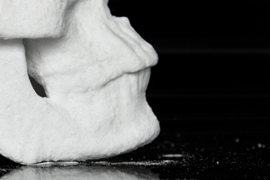 diddo-creates-a-life-sized-human-skull-out-of-street-cocaine-designboom-03