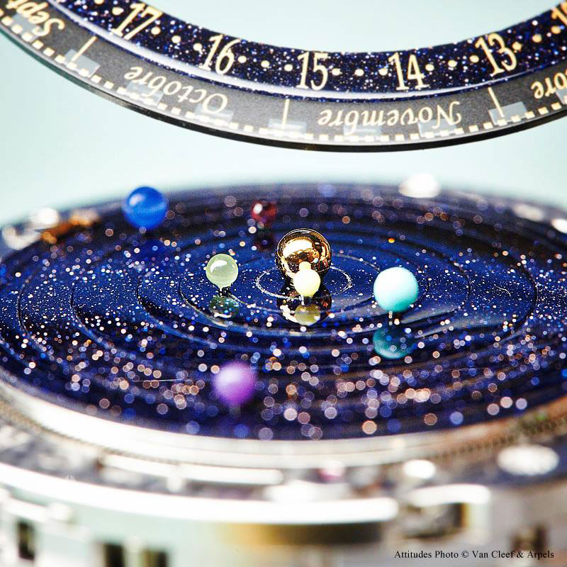 wristwatch-shows-solar-system-planets-orbiting-around-the-sun-6