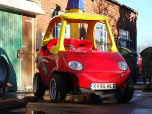 adult-sized-replica-of-little-tikes-car-takes-to-the-streets-designboom-001