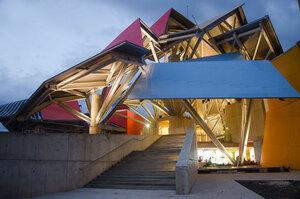 frank-gehry-biomuseum-in-panama-designboom-07