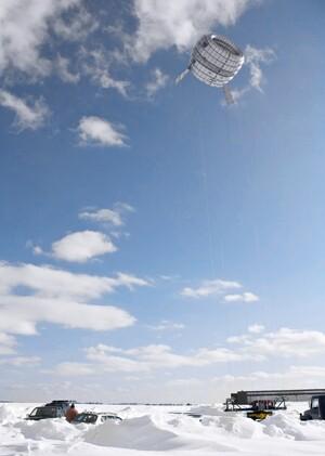 Altaeros-Energies-high-altitude-wind-turbine-designboom031-818x1149
