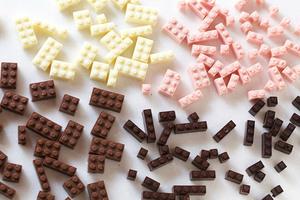 Functional-Chocolate-LEGO-Blocks-by-Akihiro_1