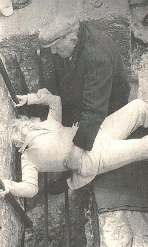 Grandma-Byer-kissing-the-Blarney-Stone