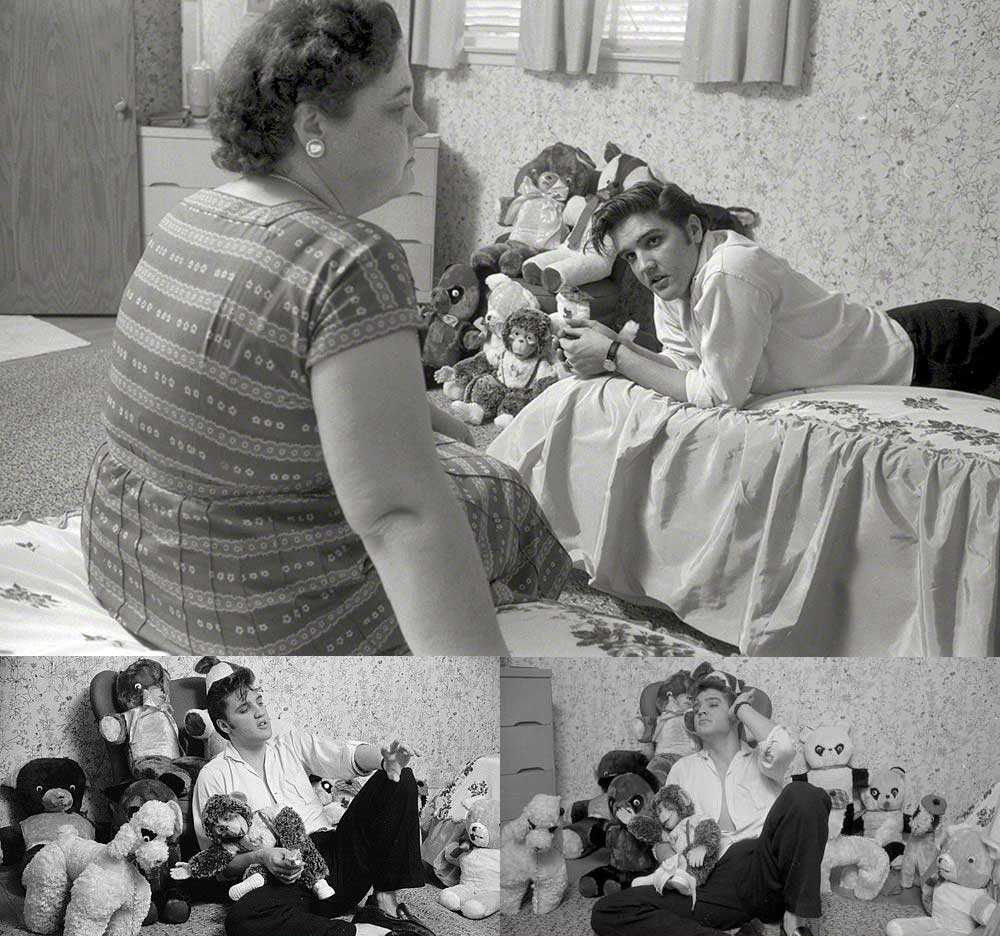 Elvis-Presley-at-his-home-in-Memphis-with-his-mom-Gladys-and-his-stuffed-animals-1956