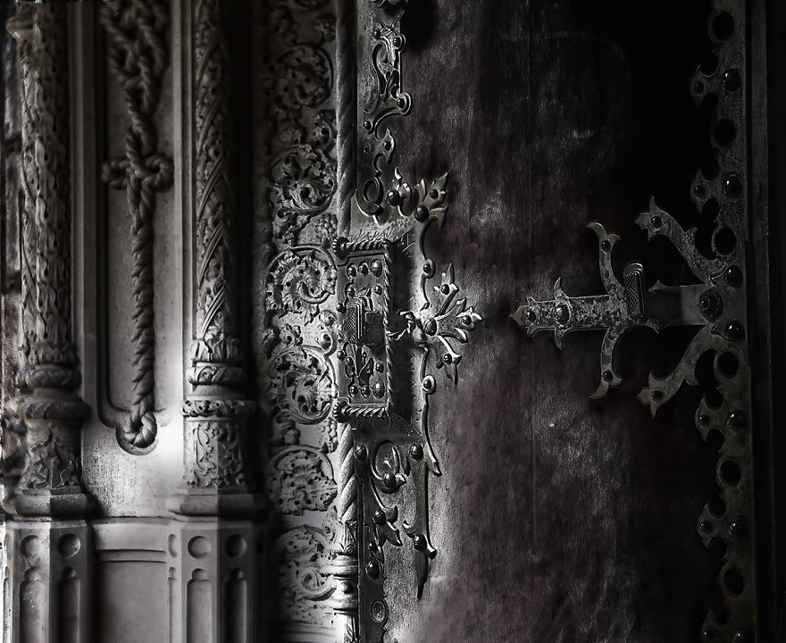 Palace-of-Mystery-Quinta-da-Regaleira-by-Taylor-Moore19__880