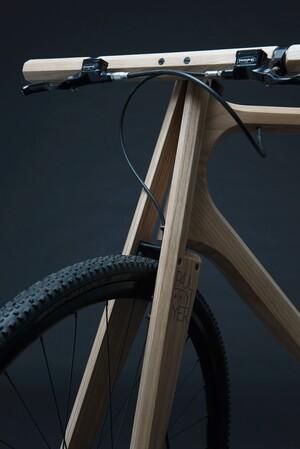 wooden-bikes-paul-timmer-designboom03-818x1225