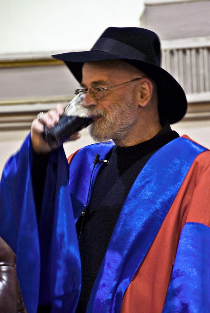 800px-Terry_Pratchett_honorary_degree_TCD