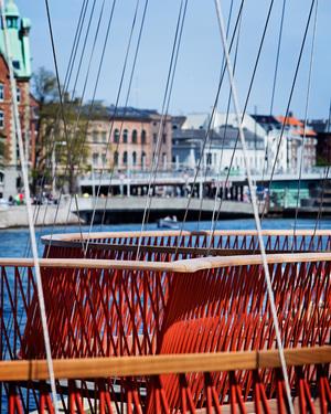 olafur-eliasson-cirkelbroen-bridge-copenhagen-christianshavn-canal-designboom-07