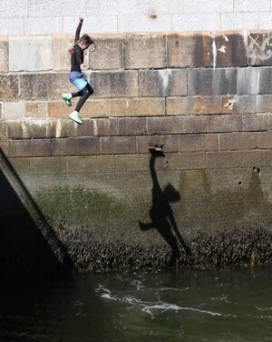 18/07/2016 Dublin Weather Scenes. Pictured are young crowds of people jumping into the water while enjoying the sunny weather in Liffey River at The Docklands Area in Dublin with fore casted highest temperatures of 22 to 28 Degrees Celsius. Photo RollingNews