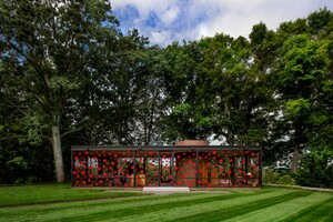 philip-johnson-glass-house-yayoi-kusama-polka-dots-1