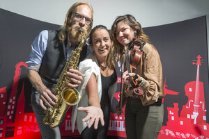 REPRO FREE Provision 160916 At the Guinness Cork Jazz Festival (Oct. 28th-31st) programme launch in Cork City Hall : Oliver Elholtz and Clare Sands of the Clare Sands trio with Gemma Bell , Spnsorship Manager Guinness Pic Michael Mac Sweeney/Provision