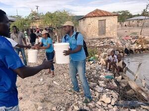 relief-distribution-on-la-gonave-haiti