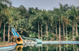 in-vietnam-theres-an-abandoned-water-park-thats-haunting-af2-4-805x519