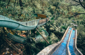 in-vietnam-theres-an-abandoned-water-park-thats-haunting-af3-805x519