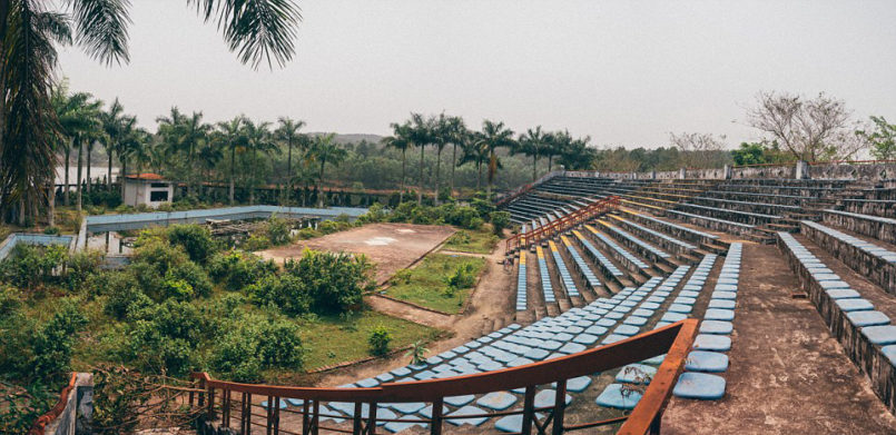 in-vietnam-theres-an-abandoned-water-park-thats-haunting-af7-1-805x391