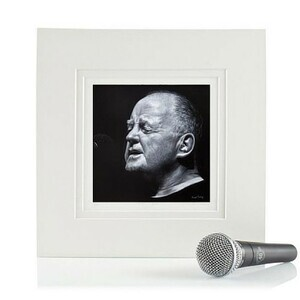christy-moore-by-vincent-keeling-at-the-irish-workshop