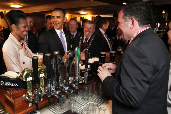 23/05/2011 Visit of President of the United States of America, Barack Obama, to Ireland. President Barack Obama arrives in the County Offaly village of Moneygall, the ancestral home of his great-great-great-grandfather, Falmouth Kearney. Photo shows President Barack Obama in Hayes Bar in his ancestral home of Moneygall, Co. Offaly, where he enjoyed a pint of Guinness. Photocall Ireland