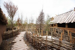 NO REPRO FEE 10/04/2017 Tayto Park Viking Voyage. Construction is well under way at Tayto Park for the exciting new Viking-themed flume ride, The Viking Voyage at The Park, which will open this June. With 1.7 million litres of water, a Viking village (pictured), 5 replica Viking ships and 20 life size Vikings, families can expect to feel the splash on the latest addition to Ireland's favourite theme park and zoo. Tayto Park is now open to the public just in time for Easter with The Viking Voyage at the Park opening during June 2017. For the first time, you can also book entry and wristbands online and save money. For more information and opening hours visittaytopark.ie.