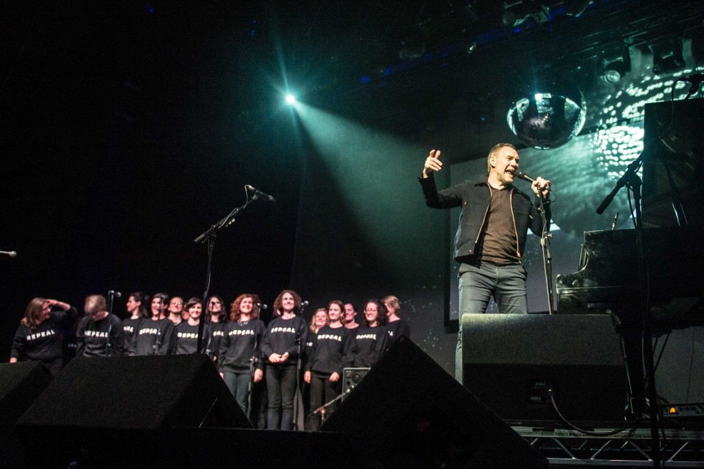 "David Gray performing with ""The Repealers Choir"" at 'A Night In The Key of 8' hosted by the REPEAL Project in the Olympia Theatre, Dublin. Photography by Ruth Medjber www.ruthlessimagery.com"